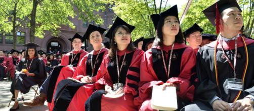 El Departamento de Justicia de EE UU acusa a Harvard de discriminación