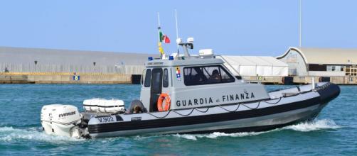 Otranto, 700 chili di droga sul gommone: inseguiti e arrestati scafisti albanesi (in foto una vedetta della Gdf)