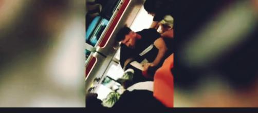 Rissa a bordo di un aereo asyJet diretto a Ibiza dopo che una ragazza succinta ha improvvisato una lap dance.