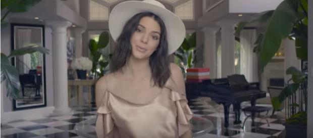 Kendall Jenner [Imagem via YouTube/ Vogue]