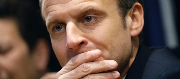 La popularité d'Emmanuel Macron atteint son plus bas niveau, selon les derniers sondages.