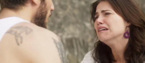 Desesperada, Rosa procura por Ícaro e pede perdão. (Foto internet)