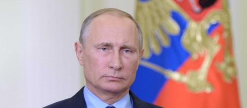 Dietro gli attacchi al Presidente Mattarella si ritiene ci sia la Russia di Putin, i servizi segreti indagano