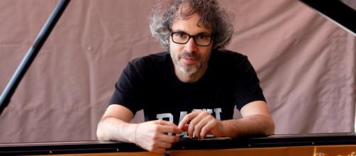 El músico James Rhodes pide a Pedro Sánchez más medidas contra los abusos a menores