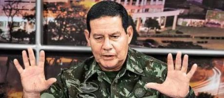 Nem Janaína Paschoal nem príncipe Luiz Phillippe, Fidelix consolida aliança com o PSL e Mourão se torna vice de Bolsonaro - google.com