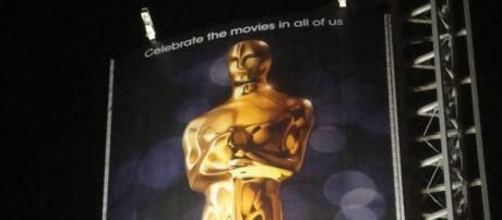 Photo of Oscars trophy. - [The Conmunity - Pop Culture Geek / Flickr]