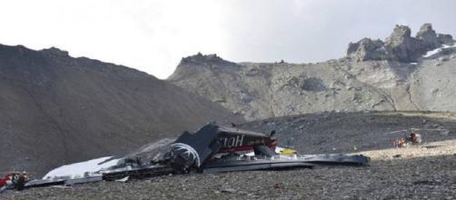 Avión militar antiguo se estrella en los alpes suizos