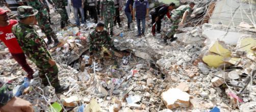 Terremoto en Indonesia - Hoy - hoylosangeles.com
