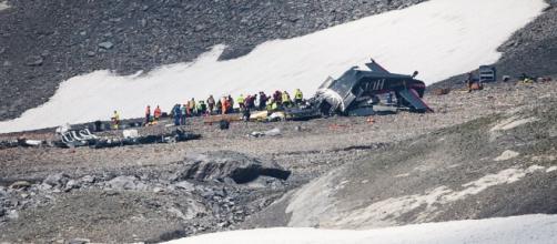 20 muertos al estrellarse un avión militar antiguo en Suiza -