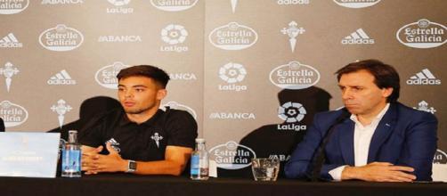 Fran Beltrán, en su presentación como jugador del Celta, con Felipe Miñambres