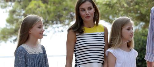 La Reina Letizia difruta sus vacaciones en Mallorca con el Rey y sus dos princesas