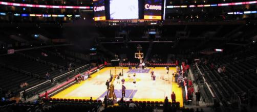 Staples Center, home of the Los Angeles Lakers. [image source: JoeJohnson2- Wikimedia commons]