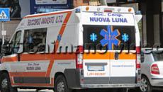 Caserta, si appoggia al lampione e viene fulminato: 25enne muore davanti alla fidanzata