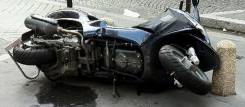 Tragedia nel napoletano, 34enne muore in un incidente stradale: ritardi nei soccorsi