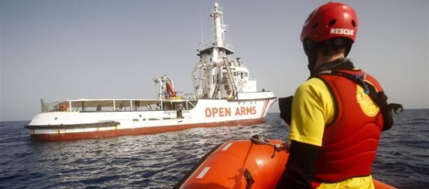 El Gobierno autoriza al Open Arms a desembarcar a los 87 migrantes
