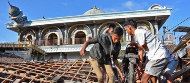 Indonésie : 105 morts après le séisme