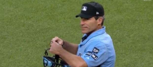 MLB Umpire Angel Hernandez. - [WesleyAPEX / YouTube screencap]