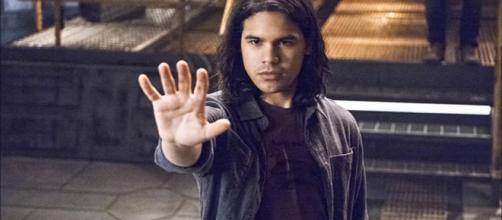 Cisco's possible death is hinted in the fifth season of 'The Flash' [Image Credit: TheDCTVshow/YouTube]