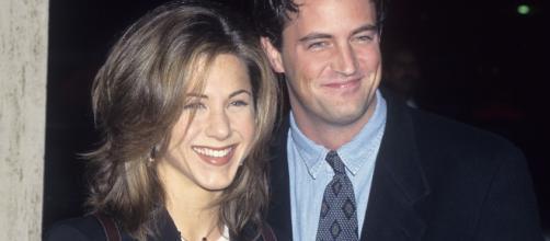 Paura per Matthew Perry: il Chandler è stato ricoverato per perforazione gastrointestinale