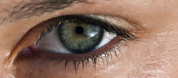 GB, vive 28 anni con una lente incastrata nell'occhio: mai nessun sintomo