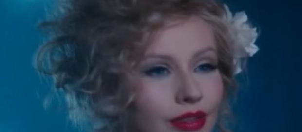 Top 7 most horrible Celebrity Hairstyles - Image credit - Christina Aguilera via Gabriel Ezequiel | YouTube