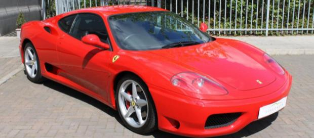 Una Ferrari 360 Modena, simile a quella andata distrutta a Macerata dopo un urto contro un cinghiale.