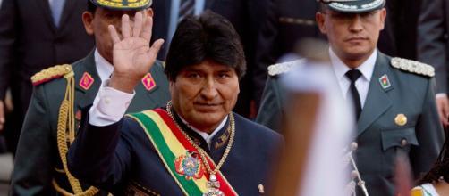BOLIVIA/ Roban y recuperan la medalla y la banda presidencial
