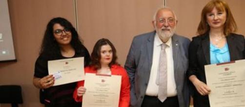 ITALIA/ Loredana y Francesca, madre e hija con síndrome de Dawn se graduaron el mismo día