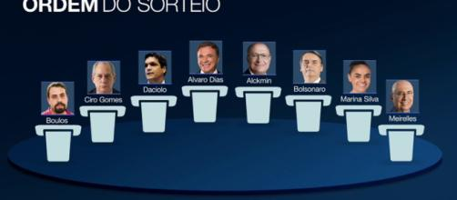 Os oito participantes do debate