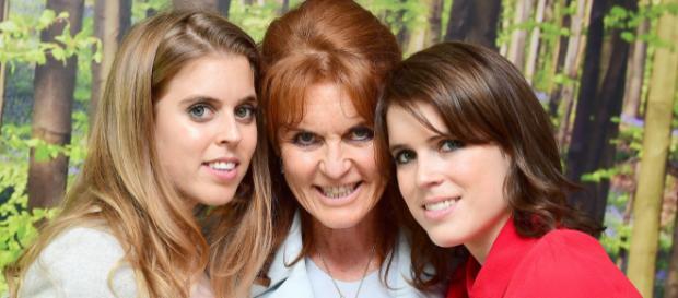 Sarah Ferguson con las Princesas Beatrice y Eugenie