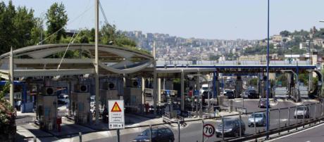 Autoerotismo sulla Tangenziale di Napoli: 40enne rincorre una ragazza per diversi km, cos'è accaduto