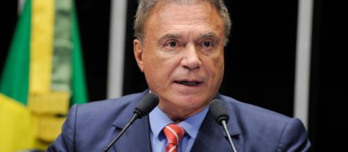 Alvaro Dias responde à sabatina no Estadão