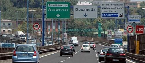 Autoerotismo e folle inseguimento sulla tangenziale di Napoli