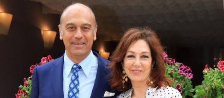 Ana Rosa posa con su esposo, Juan Muñoz