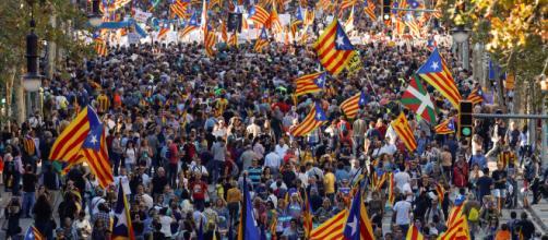 Miles de catalanes se manifiestan contra el Gobierno español ... - televisa.com