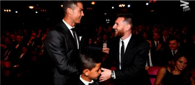 Cristiano Ronaldo com Messi [Imagem via YouTube]