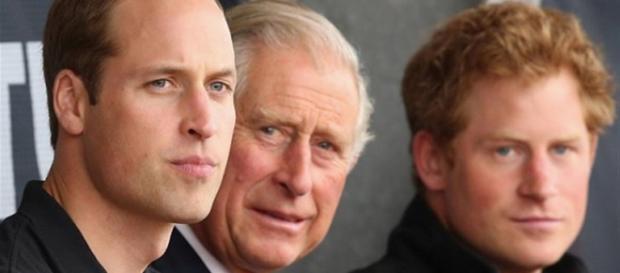 El príncipe Carlos su hijo Harry estás más unidos que nunca