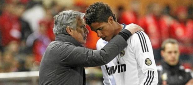 Real Madrid : Varane négocierait avec Mourinho