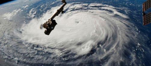 Huracán Florence alcanza categoría 4
