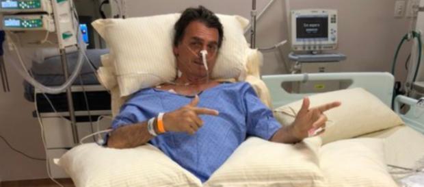 Bolsonaro continua internado no hospital