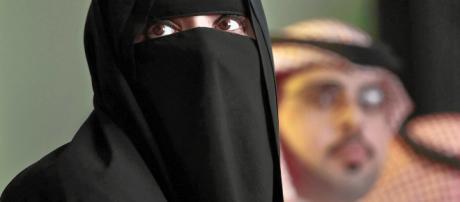 Arabia Saudita, fa un selfie mentre mangia in un luogo pubblico ... - castedduonline.it