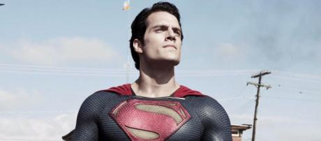 Cine] Henry Cavill define Batman v Superman: Dawn of Justice como ... - blogdesuperheroes.es