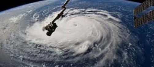 El huracán Florence se debilita a categoría dos