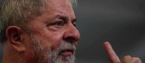 Lula da Silva renuncia a candidatura presidencial
