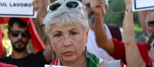 Ottavia Piccolo bloccata a Venezia per un fazzoletto Anpi? Cruciani smentisce la sua versione