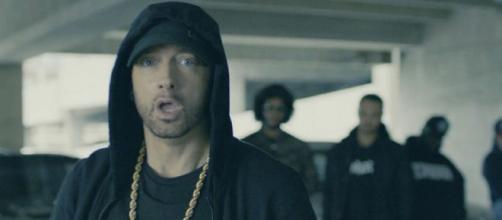 Eminem risponde a Machine gun kelly in un'intervista
