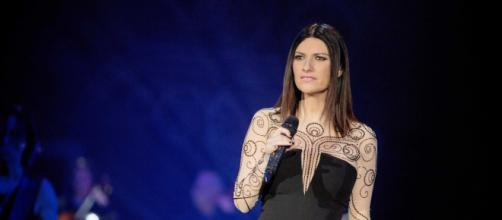 Laura Pausini stroncata dalla Lucarelli