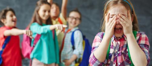 Niños humillando a una de sus compañeras en clase