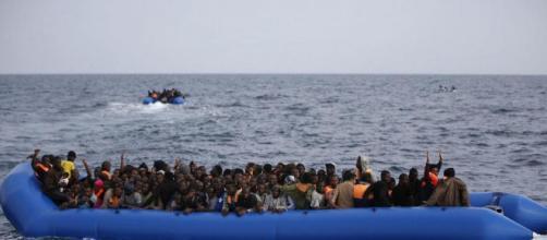 Sbarco di migranti a Lampedusa (Fonte: Notizietv24 – Youtube)