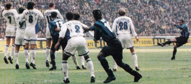 Il capolavoro su punizione di Ronaldo che decise Inter-Parma dell'1 novembre 1997